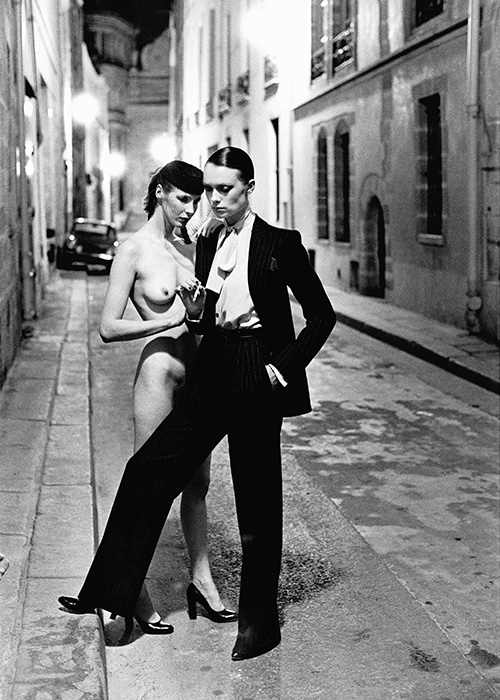 7_Helmut_Newton_Rue_Aubriot_Paris_1975